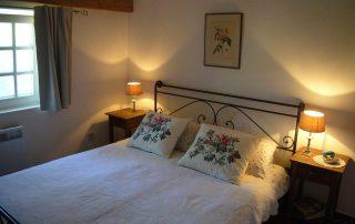 Bett Schlafzimmer Villa Euthymia Südfrankreich Côte d'Azur